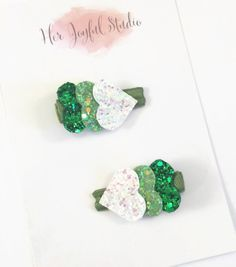 These green hair clips are so cute and would be so cue for St. Patrick's Day!
