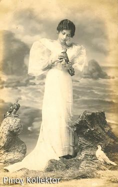 Pinoy with a heart of a collector Philippines People, Philippines Culture, Filipino Fashion, Philippine Women, Filipino Culture, Filipina Beauty, Beauty Around The World, Historical Pictures, Photo Postcards