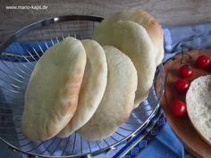 Pita oder auch Pitta – das griechisches Fladenbrot, in Deutschland durch Gyros-Pita bekannt. Selbst gebacken ein köstlicher Begleiter zum Grillen und BBQ