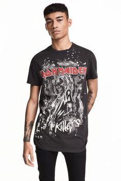 T-shirt with a print motif: T-shirt in cotton jersey with hard-worn details and a print motif on the front.