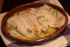 Me encanta el pescado, pero hay varios problemas con él, y uno de ellos es que hacerlo frito le quita ese punto bueno que tiene el pescado de ser ligero, a si que una buena manera de darle salida es usando el horno, y por suerte hay muchas formas de hacerlo al horno, algunas más …
