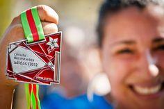 O sofrimento precisa ser superado, e o único meio de superá-lo é suportando-o. - #Medal #Girl #Woman #People #Happy #Veryhappy #Run #Running #Race #Life #Lifestyle #Revistao2 #Revistavo2
