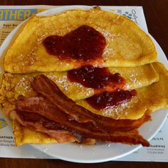 Swedish Pancakes, Pancakes And Waffles, Scandinavian Food, Savory Breakfast, Crepes, Bacon, Brunch, Meals