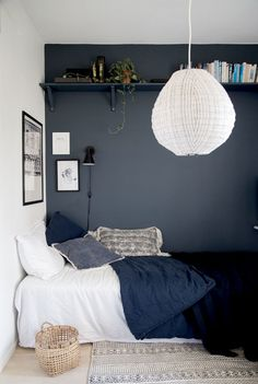 1001 ideas for deco small adult room 1001 id es pour la d co petite chambre adulte Deco small adult room narrow adult bedroom decor cozy gray wall bedroom decor and well-appointed bed Trendy Bedroom, Modern Bedroom, Bedroom Small, Small Teen Bedrooms, Teenage Boy Bedrooms, Master Bedroom, Small Bedroom Interior, Dream Bedroom, Girl Bedrooms
