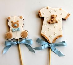 Baby Shower Cookie Pops - The Art of the Cookie Bear Cookies, Galletas Cookies, Fancy Cookies, Cute Cookies, Cookies Et Biscuits, Baby Shower Biscuits, Baby Shower Cookies, Cookie Pops, Teddy Bear Baby Shower