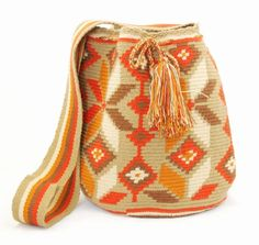 Wayuu Taya bags Tapestry Bag, Tapestry Crochet, Knit Crochet, My Bags, Purses And Bags, Crotchet Bags, Mochila Crochet, Modern Crochet, Knitting Accessories