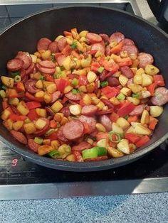 Bunte Kartoffel - Cabanossi - Pfanne mit Paprika, ein schönes Rezept aus der Kategorie Gemüse. Bewertungen: 12. Durchschnitt: Ø 3,9.