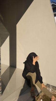 Stylish Hijab, Casual Hijab Outfit, Ootd Hijab, Girl Hijab, Hijab Chic, Cute Girl Photo, Girl Photo Poses, Girl Photography Poses, Girl Photos