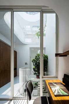 Curved lightwell cuts through 3.5-metre-wide Vietnam townhouse by Kientruc O