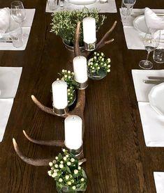 Exklusiver Kerzenleuchter, handgefertigt aus Abwurfstangen von österreichischem Rotwild aus forstlicher Sammlung. Handveredelt mit Kerzenhaltern und Standfüßchen aus Silber. Inklusive Qualitäts-Kerzen in 3 wählbaren Farben.