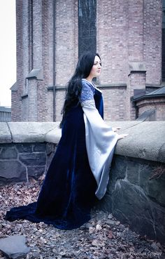 Arwen Undomiel Cosplay in her Requiem Dress from the LotR movies. Cosplay by Pixiedust Cosplay. Photo by Enyassia Cosplay.