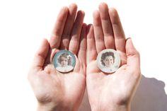 Mini-miniaturas pintadas a mano por Linker Hand painted miniature portraits by Linker Miniature Portraits, Silver Rings, Hand Painted, Painting, Jewelry, Vintage Borders, Unique Gifts, Miniatures, Portraits