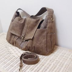 Back To School Sale  Brown Waxed Canvas Women Shoulder par Kinies, $75.00