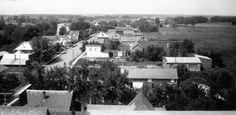 Collection Prescott-Russell en numérique: Vue de la rue Notre-Dame en direction ouest prise du clocher de l'église.Circa 1930.