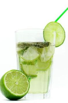 OP: How to Make a Non Alcoholic Mojito: 5 steps (with pictures) -am not sure why I would want a non-alcoholic mojito, but just in case. I do know my sister will need this. Detox Drinks, Healthy Drinks, Healthy Tips, Healthy Weight, Health And Nutrition, Health And Wellness, Non Alcoholic Mojito, Detox Cleanse For Weight Loss, Juice Smoothie