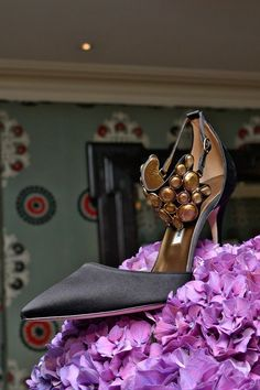 Explore the looks, models, and beauty from the Manolo Blahnik Spring/Summer 2014 Ready-To-Wear show in London on 15 September with show report by Dolly Jones Zapatos Manolo Blahnik, Cute Shoes, Me Too Shoes, Pretty Shoes, Women's Shoes, Orange Shoes, Jimmy Choo Shoes, Fashion Heels, Shoes