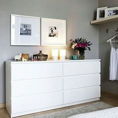 Zuhause Wohnen und Ikea gestalten um Ikea Malm Kommoden The post Wohnen und Ikea Neugestaltung & Bedroom / Schlafzimmer appeared first on Modèles d& murales . Minimalist Bedroom, Minimalist Home, Minimalist Interior, Decor Room, Bedroom Decor, Home Decor, Ikea Bedroom, Bedroom Furniture, Bedroom Chest