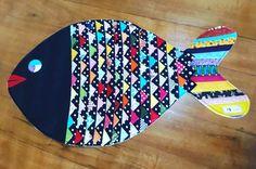 Tapete de retalho: 60 fotos e tutoriais para deixar sua casa mais linda Tie Crafts, Pom Pom Crafts, Denim Crafts, Diy Crafts Hacks, Patchwork Quilting, Quilting Projects, Sewing Projects, Cathedral Window Quilts, Modern Quilt Patterns