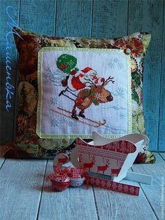Подушка Новогодний подарок 1 - ярко-красный,новый год 2014,подушка,подушка декоративная