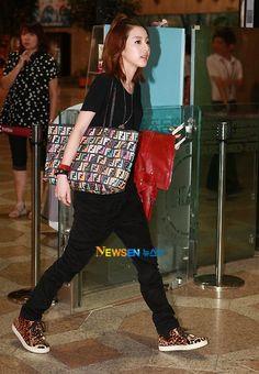 #2ne1 #dara Airport Fashion