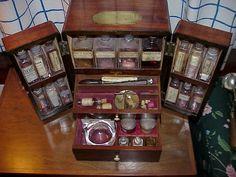 http://medicalantiques.com/drug_cabinet_images/WMC-I%20-%20DRAWERS.jpg