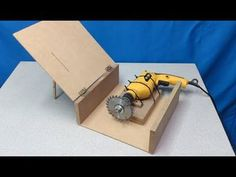 Homemade Tools, Diy Tools, Dubai Holidays, Wood Joints, Diy Furniture Couch, Wooden Cat, Garage Tools, Easy Woodworking Projects, Dremel