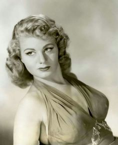 Shelly Winters Old Hollywood Glamour, Golden Age Of Hollywood, Vintage Hollywood, Hollywood Stars, Classic Hollywood, Vintage Glam, Old Movie Stars, Classic Movie Stars, Classic Actresses