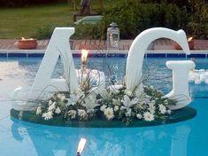 Backyard wedding with pool Floating Pool Decorations, Pool Wedding Decorations, Swimming Pool Decorations, Wedding Table, Diy Wedding, Rustic Wedding, Wedding Venues, Backyard Wedding Pool, Outdoor Pool