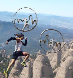 Pendientes ultra train. Corriendo en Montserrat. Aros de plata y latón. Personalizados a partir de una foto para que tengas una joya de ti misma
