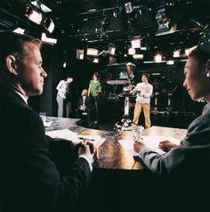 Iluminación de estudios: excitante y acogedora La iluminación de estudios de alta calidad tiene una función principal para generar escenas inolvidables en las producciones de TV y de películas.