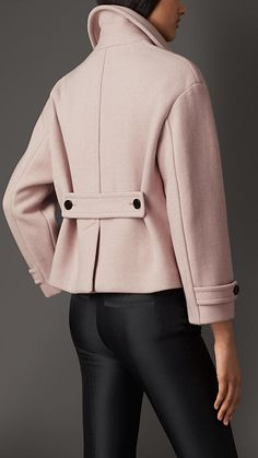 Explore all women's clothing from Burberry including dresses, tailoring, casual separates and more in both seasonal and runway designs Coats For Women, Jackets For Women, Clothes For Women, Rain Trench Coat, Fur Coat, Packable Rain Jacket, New Mode, Cashmere Jacket, Womens Windbreaker