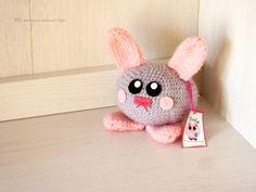 Amigurumi sonajero conejito. Mmel Color Rosa, Handmade, Baby Rattle, Cute Bunny, Hair Bows, Amigurumi, Colors, Hand Made, Arm Work