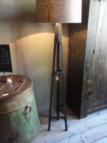 HOGE VLOERLAMP Industrieel nr. 5530 excl. kap Tripod Lamp, Lighting, Interior, Lamps, Pie, Iphone, Home Decor, Lightbulbs, Torte