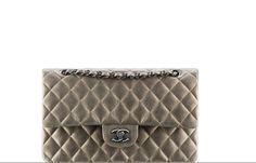 Il costo delle Borse icone Chanel? Ecco tutti i prezzi ufficiali: la classica a le 2.55 declinate in tante nuove varianti trendy e intramontabili, sogno di