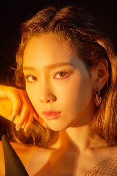 ・Update 「Taeyeon」 ➫ Single Album 『Four Seasons』Teaser Photo Kpop Girl Groups, Korean Girl Groups, Kpop Girls, Jeonju, Girls' Generation Taeyeon, Girls Generation, Jessica Jung, Sooyoung, Yoona Snsd