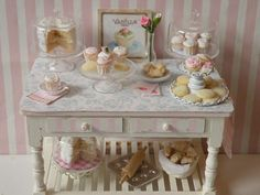 like making this table with decopaged top