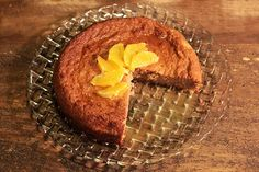 """Essa receita me surpreendeu demais, quando fui para a cozinha não esperava algo tão incrível, no blog da Rita Lobo, onde conheci essa receita, ela o descreve como """"o melhor bolo da vida"""" e é bem isso. Normalmente eu não..."""