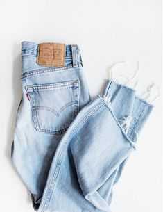 14b693c1c29e via  aesencecom   minimal wardrobe Jeans Hosen, Coole Outfits, Stil Mode,  Mode