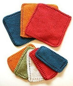 Traditional Garter Stitch Dishcloth - free knitting pattern. Great to make as gifts.