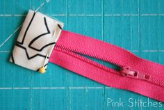 Pink Stitches: Striped Zipper Pouch Tutorial (use this zip technique) Sewing Hacks, Sewing Tutorials, Sewing Crafts, Bag Tutorials, Beginners Sewing, Tutorial Sewing, Sewing Tips, Sewing Projects, Techniques Couture