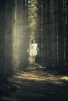 little girl in forest photography surreal - - Yahoo Image Search Results Levitation Photography, Fantasy Photography, Woods Photography, Photography Gallery, Foto Fantasy, Fantasy Art, Effects Photoshop, Photoshop Tutorial, Photoshop Actions