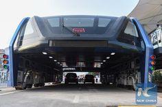 Çinlilerin yürüttüğü bir proje olan yüksek otobüs kendi ülkesinde kullanıma girdi.