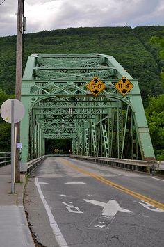 Brattleboro Road Bridge, crossing Connecticut River, Vermont, US