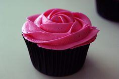 black cupcake cup