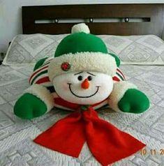 Christmas Crafts For Kids, Christmas Home, Christmas Decorations, Xmas, Christmas Ornaments, Holiday Decor, Snowman Crafts, Felt Crafts, Diy Crafts