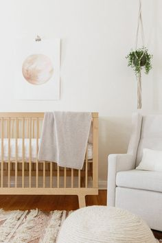 wood crib, cream baby room arm chair, hanging plant Nursery and baby room decor and stylingNeutral nursery. wood crib, cream baby room arm chair, hanging plant Nursery and baby room decor and styling Baby Room Boy, Baby Bedroom, Baby Room Decor, Girl Room, Baby Bedding, Baby Rooms, Baby Room Design, Nursery Design, Bed Design