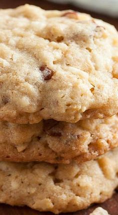 Crunchy Chewy Coconut Oatmeal Cookies – a delicious chewy cookie, plus the addition of buttery toasted pecans and rice cereal add a perfect crunchy texture. Candy Recipes, Cookie Recipes, Dessert Recipes, Bar Recipes, Cheesecake Recipes, Yummy Cookies, Cake Cookies, Cereal Cookies, Oatmeal Coconut Cookies