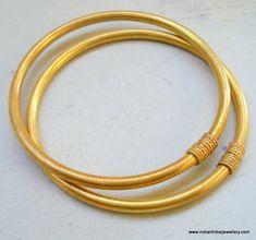 Traditional gold design gilded silver bracelet bangle set jewelry Source by etsy Plain Gold Bangles, Gold Bangles Design, Silver Bangle Bracelets, Gold Jewellery Design, Bangle Set, Jewellery Stand, Diamond Bracelets, Jewelry Sets, Armband Rosegold