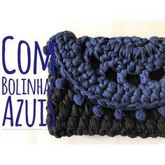 Esse clutch Com bolinhas azuis. , fica um charme com bolinhas. #benditachica #boho #benditachicaatelie #feitoamao #sustentavelcomestilo #bolsas #carteirasfemininas #clutch #bolsademao #cadaumaéunica