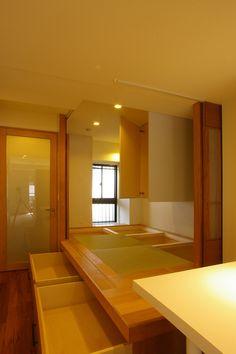 建築家:森吉直剛「T邸 / 風が通り視線が通る、家全体を一日中使える小さな住まい」 Bedroom Decor For Couples Small, Small Space Bedroom, Small Room Decor, Small Bedrooms, Bedroom Ideas, Modern Japanese Interior, Modern Interior, Interior Design, Tatami Room